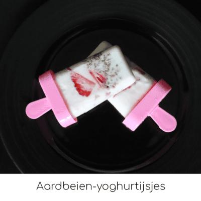 Aardbeien-yoghurtijsjes